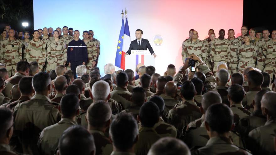 Macron amenaza a los 'chalecos amarillos' con 'severa respuesta'