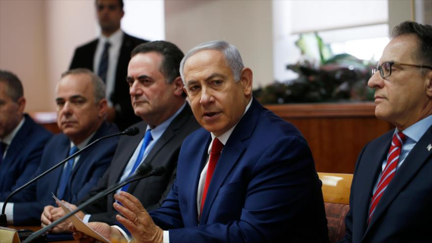 El primer ministro israelí, Benjamín Netanyahu (2.º dcha.), en una reunión del gabinete en Al-Quds (Jerusalén), 23 de diciembre de 2018. (Foto: AFP)