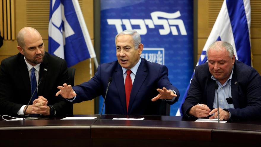 El primer ministro israelí, Benjamín Netanyahu (C), ofrece un discurso en el parlamento en Al-Quds (Jerusalén), 24 de diciembre de 2018. (Foto: AFP)