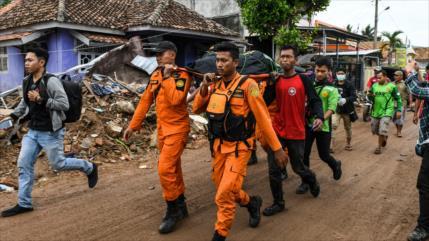 Sube a 429 el número de muertos por el tsunami en Indonesia
