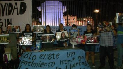 Argentinos mantienen protestas durante la Navidad