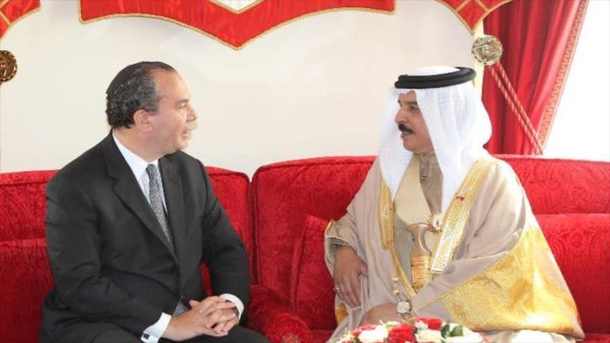 El rabino estadounidense Marc Schneier (izq.) junto al rey de Baréin, Hamad bin Isa Al Jalifa.