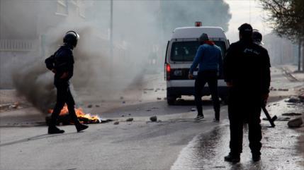 La inmolación de un periodista provoca nuevas protestas en Túnez