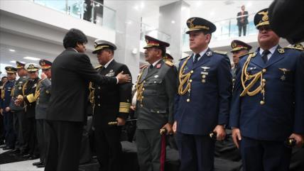 Morales: Oposición quiere someter Fuerzas Armadas a EEUU