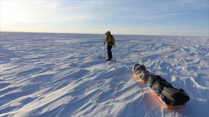 Aventurero cruza por primera vez la Antártida a pie y solo
