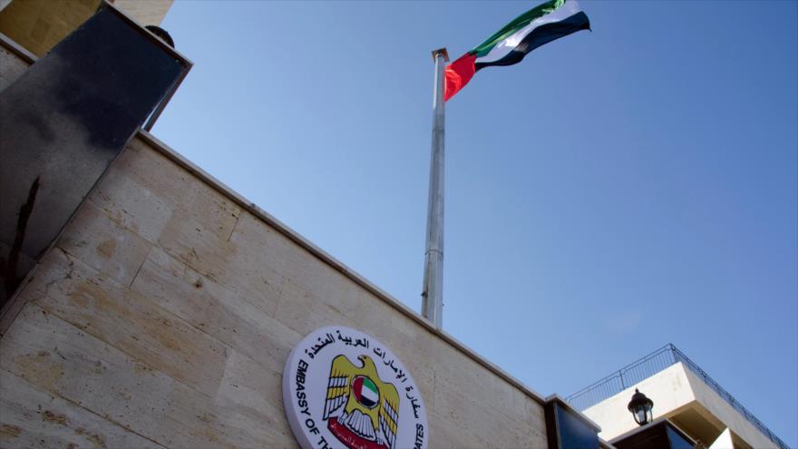 EAU reabre su embajada en Siria en claro reconocimiento a Al-Asad