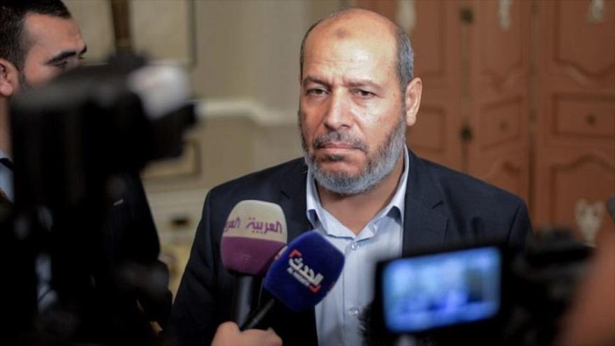 Jalil al-Haya, un integrantede la oficina política de HAMAS, habla con la prensa en El Cairo, capital egipcia, 22 de noviembre de 2017. (Foto: AFP)