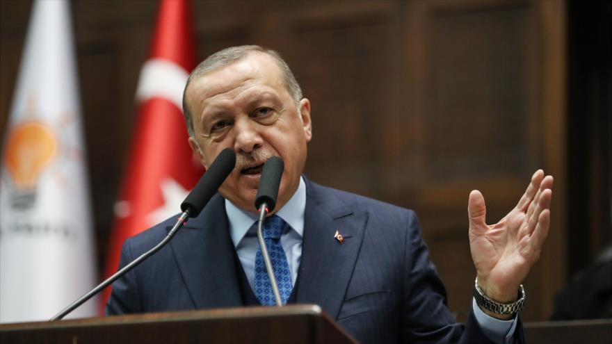 El presidente turco, Recep Tayyip Erdogan, pronuncia un discurso en la reunión del grupo parlamentario de su partido, AKP, 25 de diciembre de 2018.