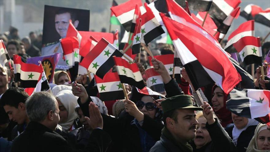 Vídeo: Habitantes de Al-Raqa expresan su apoyo a Bashar al-Asad