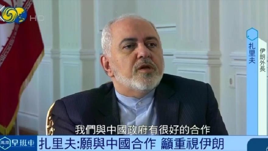 El ministro de Exteriores de Irán, Mohamad Yavad Zarif, habla en una entrevista con la cadena china Phoenix, emitida el 28 de diciembre.