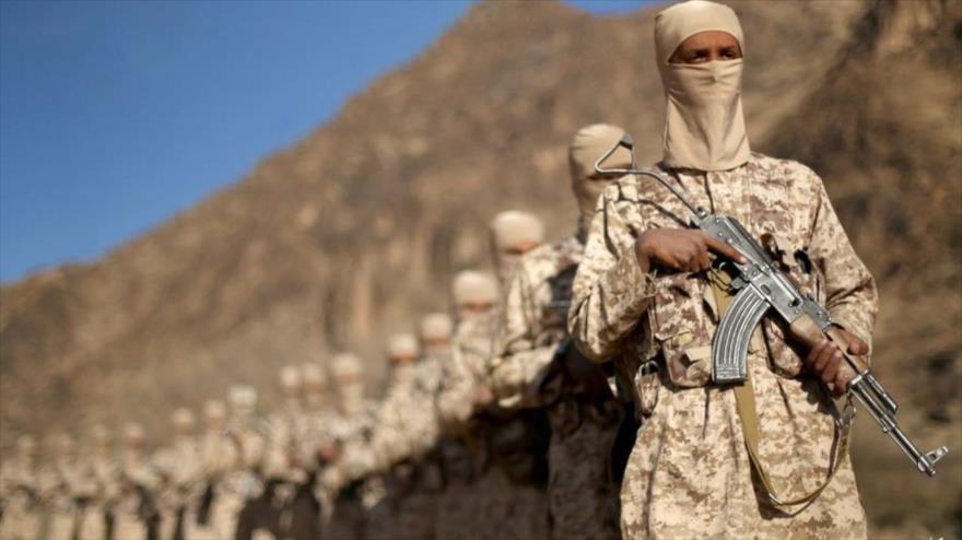 Emiratíes arman a un caudillo yemení de Al-Qaeda buscado por EEUU