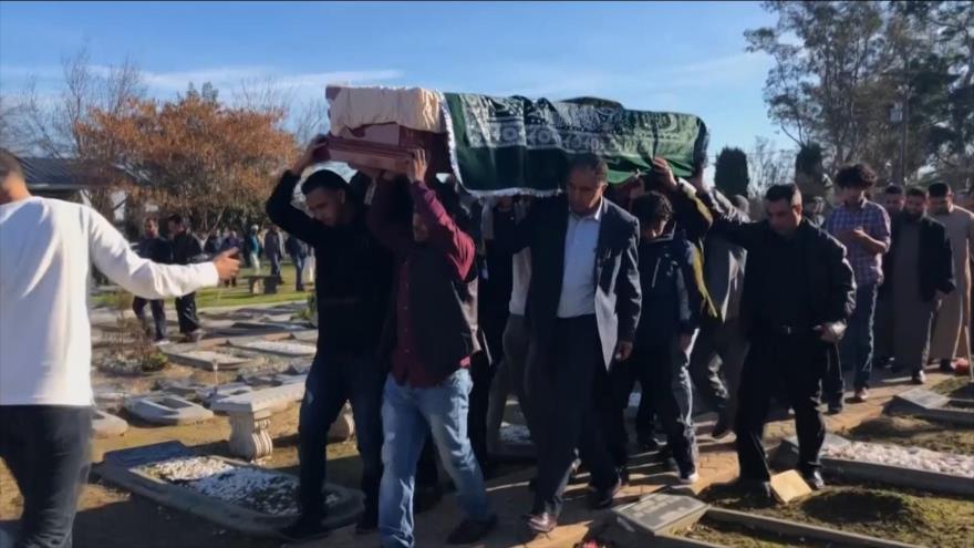 Vídeo: Funeral del bebé separado de su madre por Trump | HISPANTV