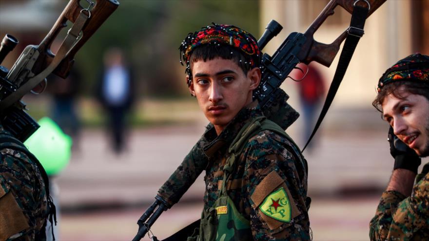 Combatientes de las Unidades de Protección Popular (YPG, por sus siglas en kurdo) en la ciudad siria de Al-Qamishli, 6 de diciembre de 2018. (Foto: AFP)