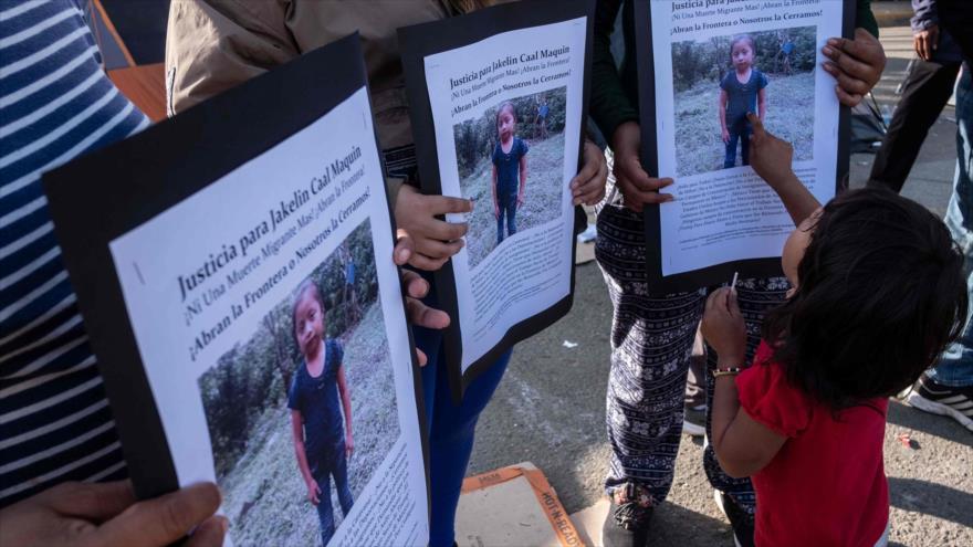 Migrantes se manifiestan después de la muerte de niña guatemalteca Jakelin Caal, Tijuana, México, 15 de diciembre de 2018. (Foto: AFP)