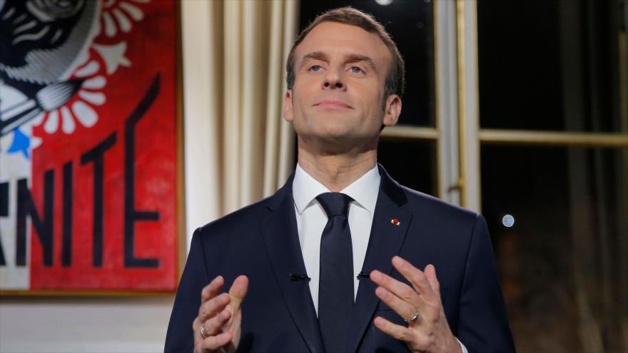 El presidente de Francia, Emmanuel Macron, ofrece en un discurso desde el Palacio del Elíseo, 31 de diciembre de 2018. (Fuente: AFP)
