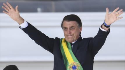 """Bolsonaro afirma que Brasil empieza a liberarse del """"socialismo"""""""