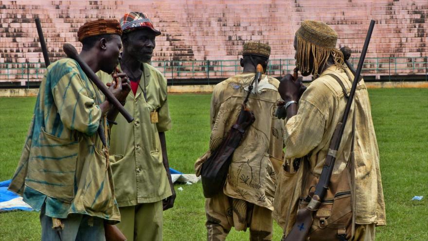 Cazadores de la etnia donzo en Malí.
