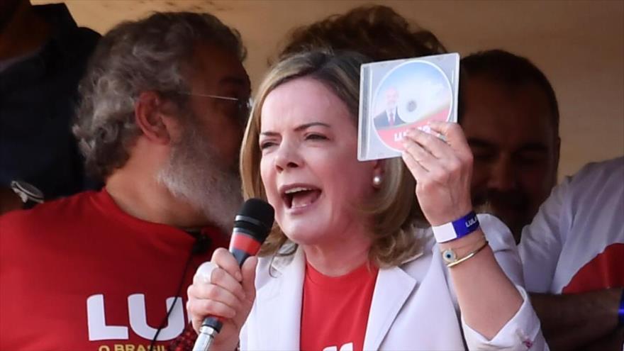 La presidenta del Partido de los Trabajadores de Brasil, Gleisi Hoffmann, habla durante un acto en Brasilia, 15 de agosto de 2018. (Foto: AFP)