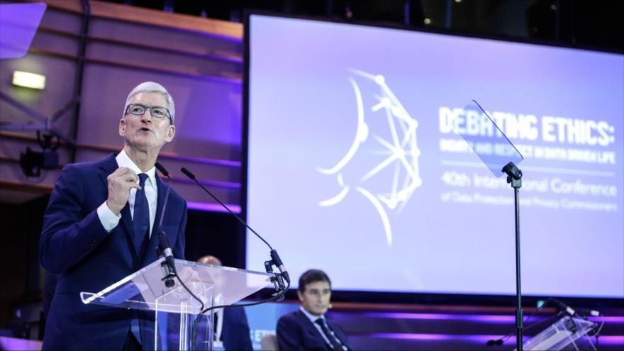 El director ejecutivo de Apple, Tim Cook, habla en un evento en el Parlamento Europeo en Bruselas, 24 de octubre de 2018. (Foto: AFP)