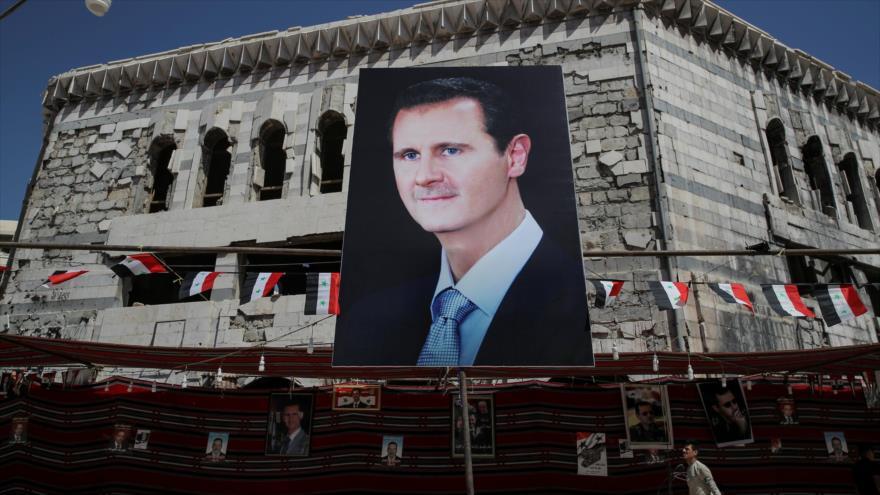 Una foto del presidente de Siria, Bashar al-Asad, en la ciudad de Duma. (Foto: Reuters)