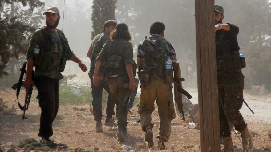 Terroristas del Frente Al-Nusra (utoproclamado Fath Al-Sham) cerca de Alepo, Siria, 6 de agosto de 2016. (Foto: AFP)
