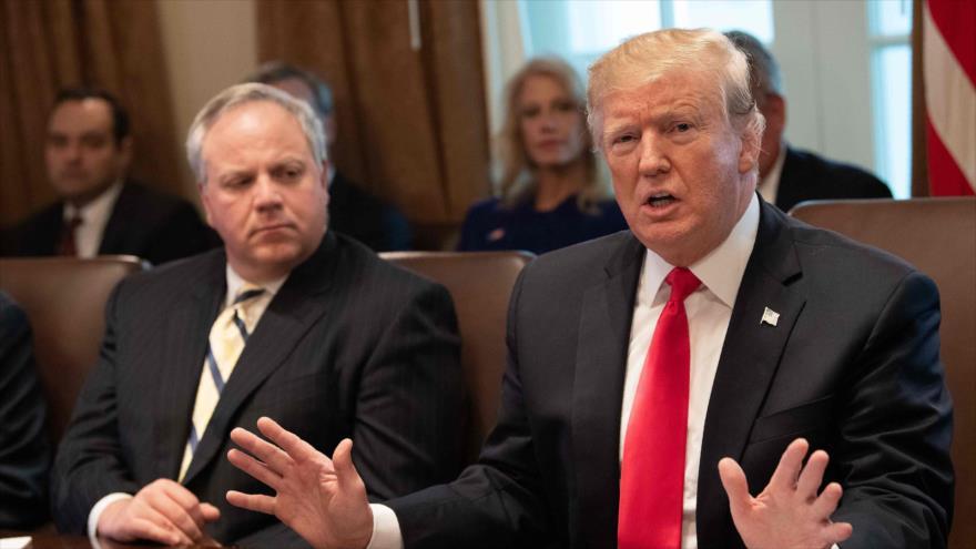 El presidente de EE.UU., Donald Trump (dcha.), en una reunión del gabinete en la Casa Blanca, 2 de enero de 2019. (Foto: AFP)