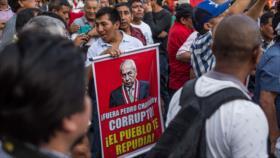"Peruanos piden renuncia del fiscal general: ""¡Fuera Chávarry!"""