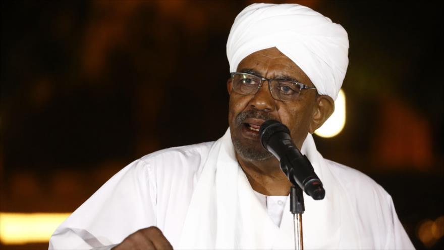 El presidente de Sudán, Omar al-Bashir, da un discurso en Jartum, la capital, 3 de enero de 2019. (Foto: AFP)