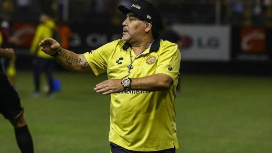 El exastro del fútbol argentino Diego Armando Maradona dirige entrenamientos de los Dorados de Sinaloa de México.