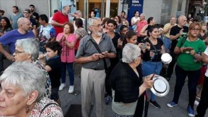 Argentinos protestan contra nuevos tarifazos de Gobierno de Macri