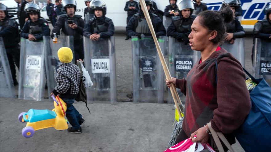 México cerró un refugio de migrantes, desatando protestas