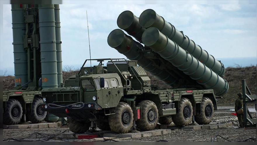 Sistema antiaéreo ruso S-400 en una operación militar en las afueras de Moscú, capital de Rusia.