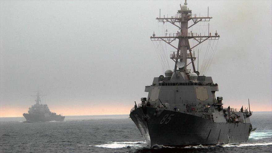 Un buque de EEUU pasa por el mar de la China Meridional