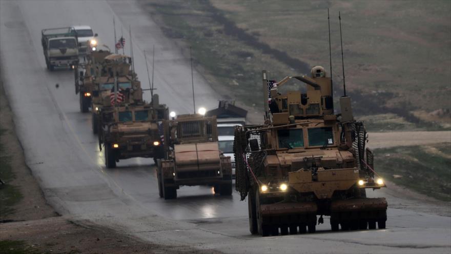 Un convoy militar estadounidense en las afueras de la ciudad de Manbij, en el norte de Siria, 30 de diciembre de 2018. (Foto: AFP)