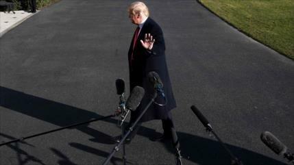 Líder demócrata explica cómo se realizaría impeachment a Trump