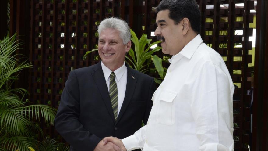 El presidente cubano, Miguel Díaz-Canel (izda.), y su par venezolano, Nicolás Maduro, en La Habana, 14 de diciembre de 2018. (Foto: AFP)