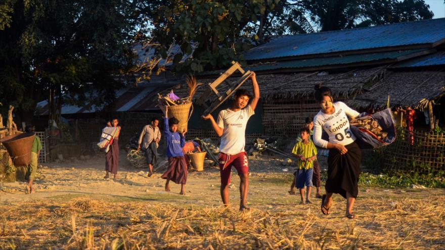 Rohingya escapan de la violencia en el estado de Rajine, Myanmar, 4 de enero de 2018. (Fuente: AFP)