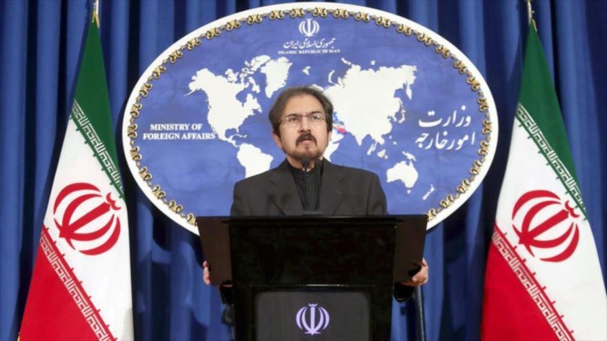 El portavoz de la Cancillería de Irán, Bahram Qasemi, habla en una rueda de prensa en Teherán, capital persa.