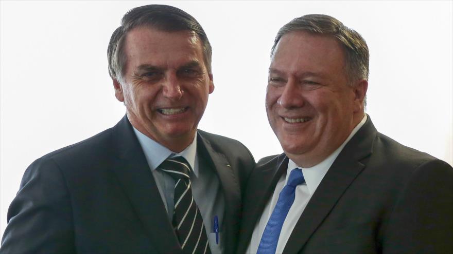 El presidente de Brasil, Jair Bolsonaro (izq.), y el secretario de Estado de EE.UU., Mike Pompeo, en Brasilia, 2 de enero de 2019. (Foto: AFP)