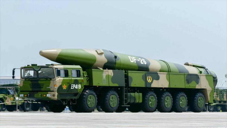 Misiles balísticos DF-26 de China, apodados 'asesinos de Guam', en un desfile militar en Pekín, la capital.