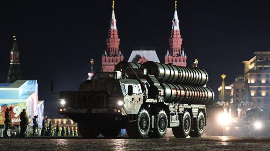 Sistemas S-400 rusos son presentados durante ceremonia del Día de la Victoria en la Plaza Roja de Moscú, 3 de mayo de 2017. (Foto: AFP)