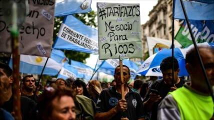 Miles de argentinos protestan contra medidas económicas de Macri