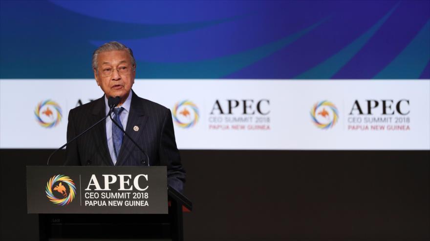 Premier malasio, Mahathir Mohamad, da un discurso en el foro APEC, noviembre de 2018. (Foto: AFP)