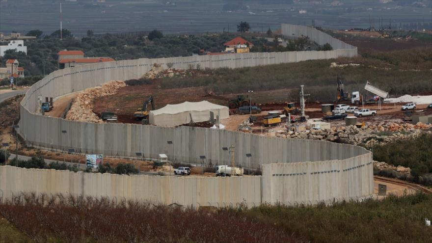 El muro levantado por Israel cerca de la frontera de El Líbano en el pueblo de Adaisseh, 16 de diciembre de 2018. (Foto: AFP)