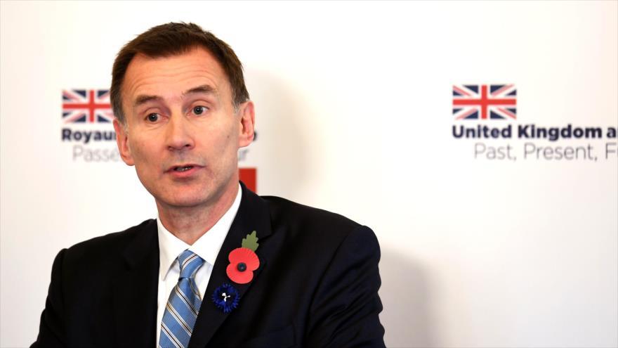 El ministro de Exteriores británico, Jeremy Hunt, habla ante la prensa en la embajada de Reino Unido en Francia, 8 de noviembre de 2018. (Foto: AFP)