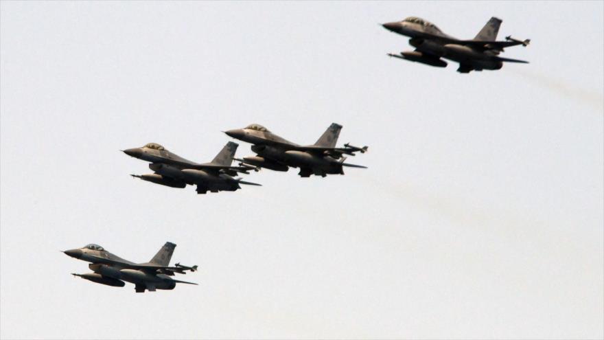 Cazas F-16, de fabricación estadounidense, realizan maniobras en el este de Taiwán,13 de abril de 2018. (Foto: AFP)