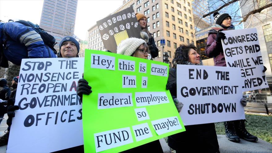 Trump causa catástrofe por impago a 800 mil empleados federales | HISPANTV