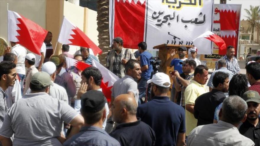 Los bareiníes protestan contra régimen de Al Jalifa en Manama, 24 de mayo de 2017. (Foto: AFP)