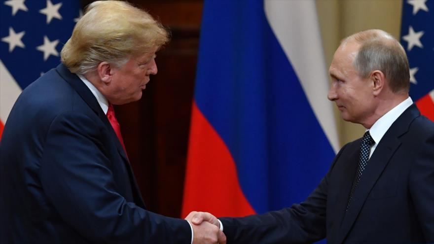 El presidente de Rusia, Vladimir Putin (dcha.) y su homólogo estadounidense, Donald Trump, Helsinki, Finlandia, 16 de julio de 2018.