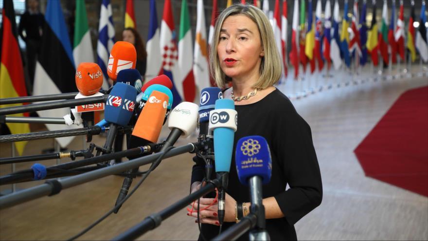 La jefa de la Diplomacia de la UE, Federica Mogherini, habla con la prensa en Bruselas, 13 de diciembre de 2018. (Foto: AFP)